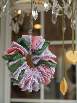 Let's make a Felted Wreath Ornament