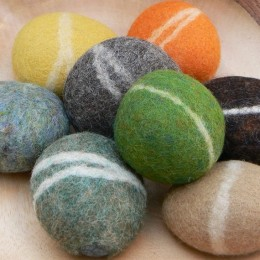 Tutorial : Felted Pebbles