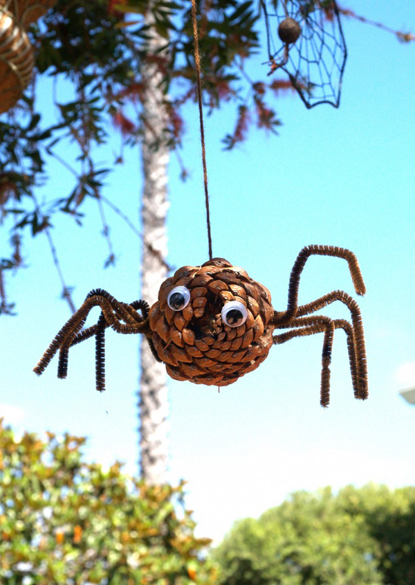 Make a Pine Cone Spider for Halloween : www.theMagicOnions.com