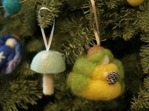 Needle Felted Christmas Ornaments - www.theMagicOnions.com