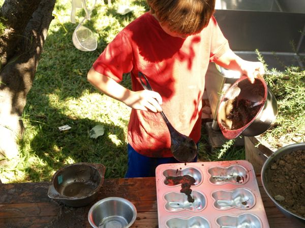 Make a Mud Kitchen : Autumn Fun