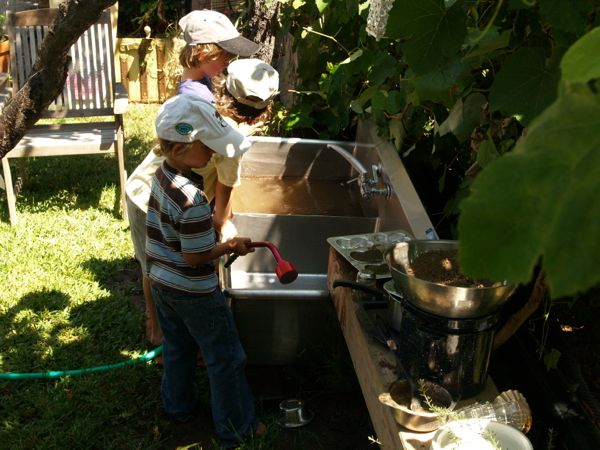 Mud Kitchen : www.theMagicOnions.com