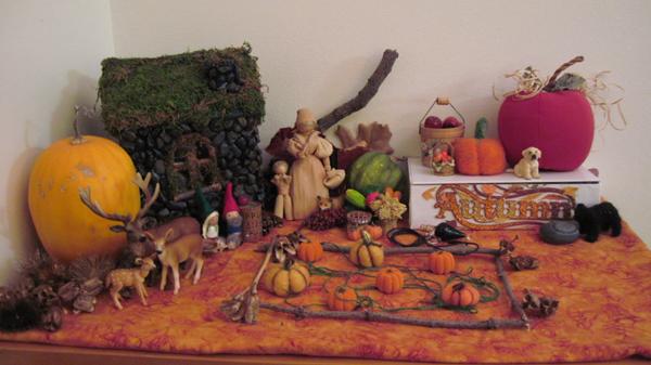 Autumn Waldorf Nature Table : www.theMagicOnions.com