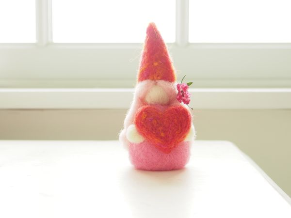 Needle Felted Tutorial : Needle Felted Love Gnome for Valentine's Day : www.theMagicOnions.com
