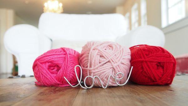 How to Make a Wool Pom Pom Flower : www.theMagicOnions.com