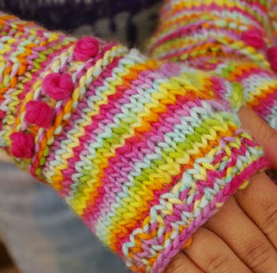 Kintting Pattern for kids : Fingerless Mittens : www.theMagicOnions.com