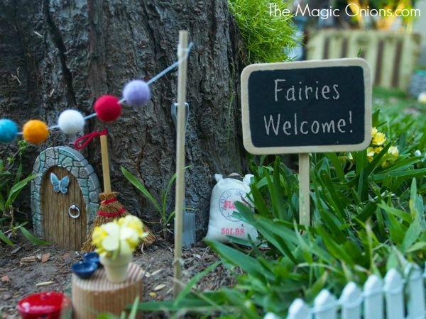 Fairy Garden in a tree stump : www.theMagicOnions.com