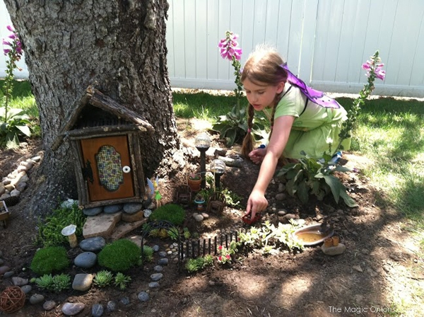 Kid Friendly Tree Trunk Fairy Garden : Finalist in 2014 Fairy Garden Contest : www.theMagicOnions.com