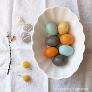 How To Dye Easter Eggs Naturally : www.theMagicOnions.com