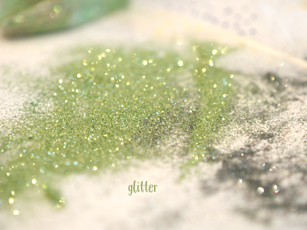 Gorgeous Glitter Feather Christmas Ornaments : www.theMagicOnions.com