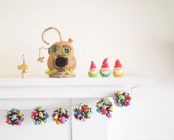 Sugarplum Christmas Pine Cone Garland :: DIY Tutorial