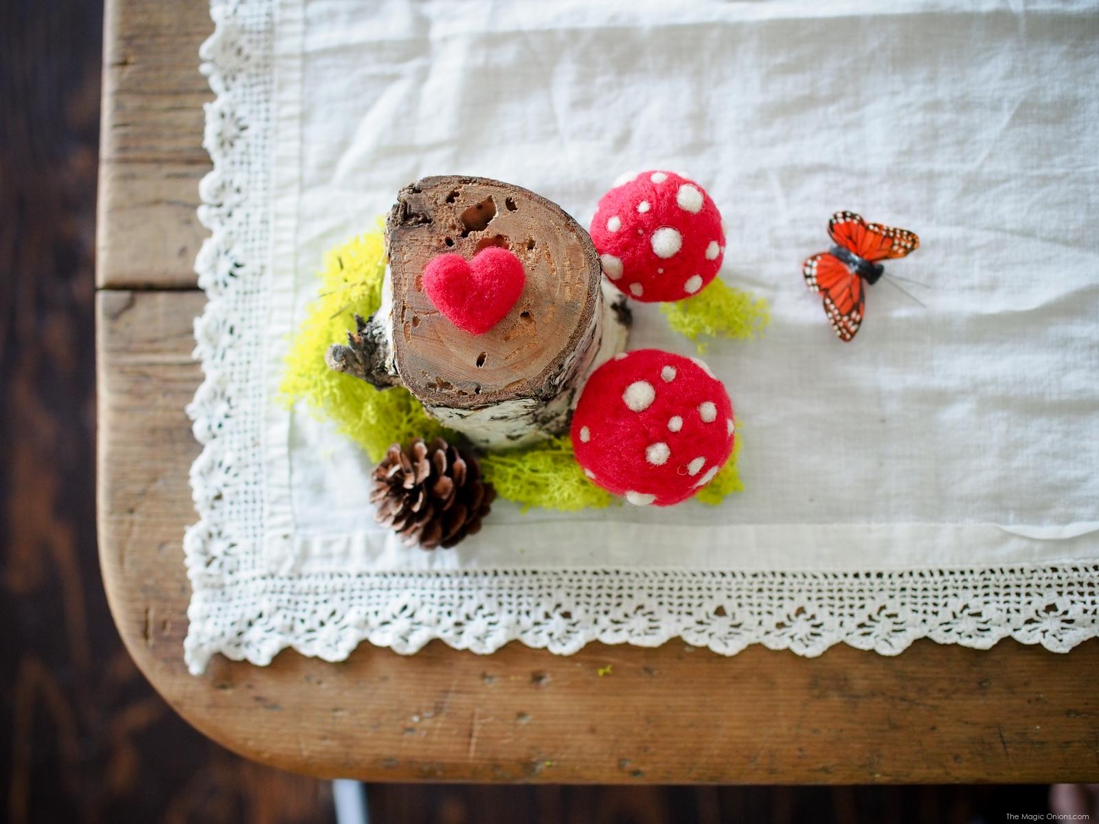 DIY Needle Felting Tutorial :: Needle Felted Toadstools : www.theMagicOnions.com