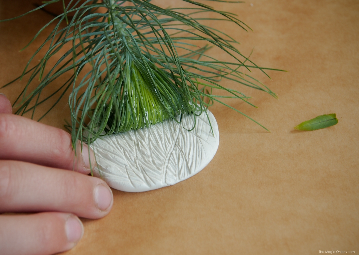 Flower Mobile :: Earth Day DIY Activity :: Tutorial :: www.theMagicOnions.com