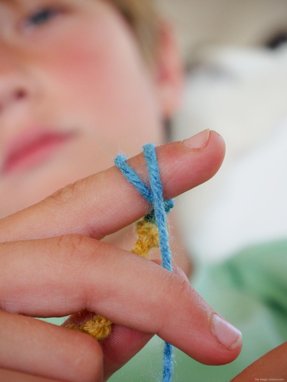 Finger Knitting for Kids :: DIY Tutorial