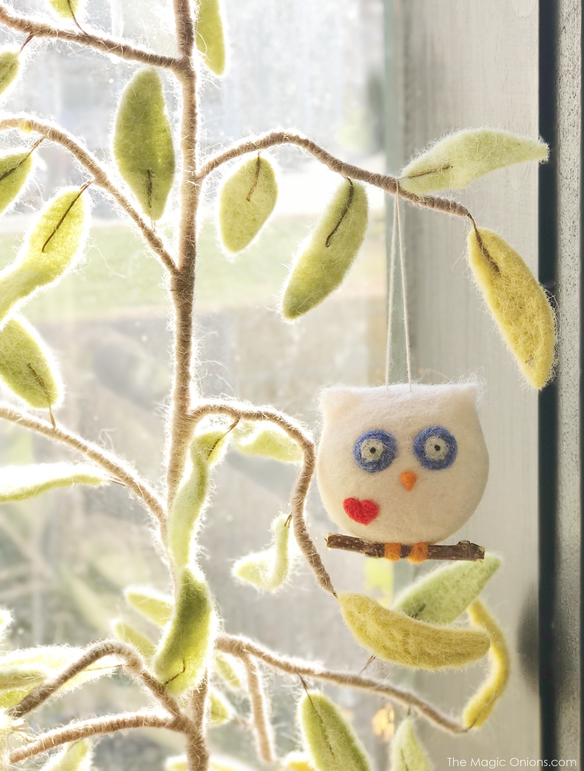 Needle felted owl from The Magic Onoins - www.theMagicOnions.com